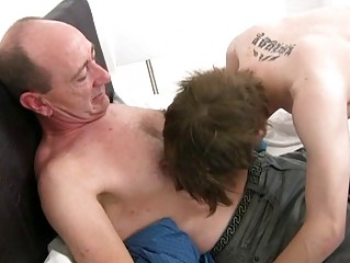 Mature gay daddy slamms young tight ass hole in bedroom