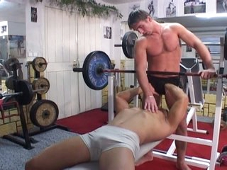 Gym wield turns into blistering hot gay bareback wield