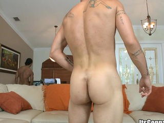 Tattooed guy with big muscles sucking huge cock and swallowing big dose